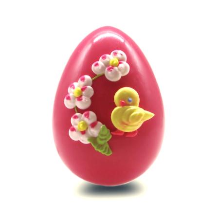 Πασχαλινά σοκολατένια αυγά χειροποίητα σε ροζ χρώμα και με γεύση φράουλα